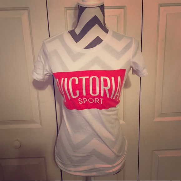 7d8690571edf9 Victoria's Secret Sport T-shirt